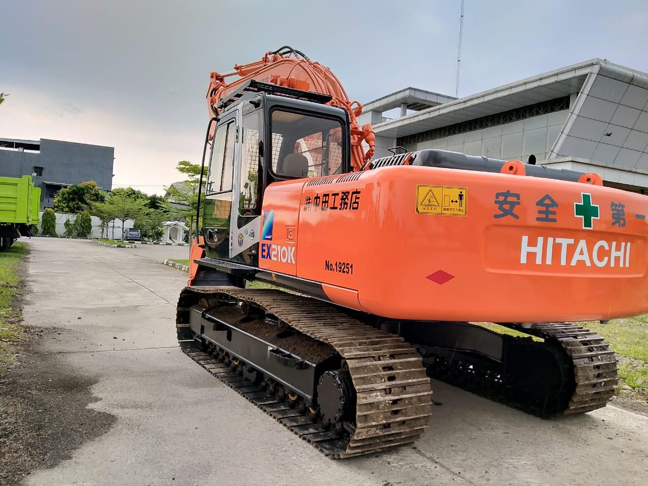 ALAT BERAT HITACHI EX210K-5